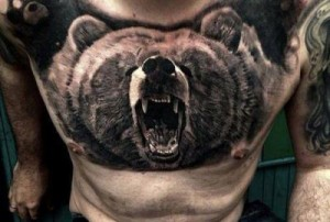 Фото: Тату медведя на теле мужчины