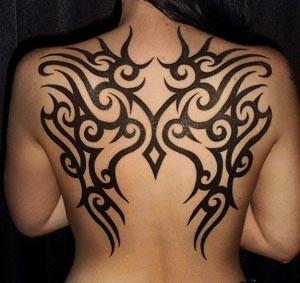Фото: Татуировка на спине у девушки